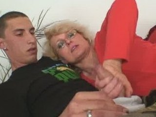 housewife finds him drilling her elderly milf