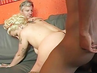 bleached cuckold housewife with tattoes takes